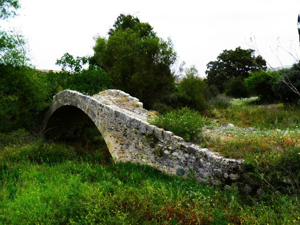 The beautiful Skarfos medieval bridge