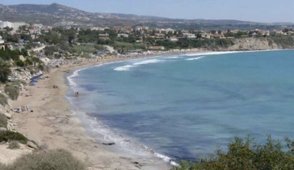 72 year collapses and dies on Polis Chrysochous beach