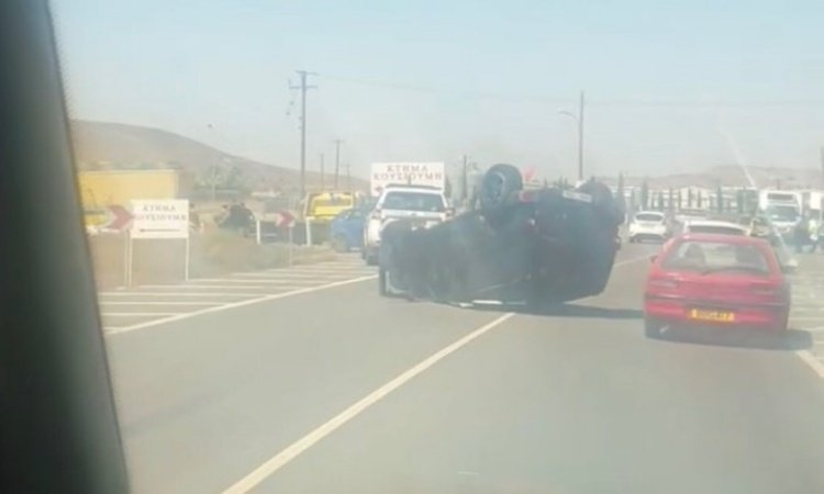 Car flips over in new road incident in Nicosia (VIDEO)