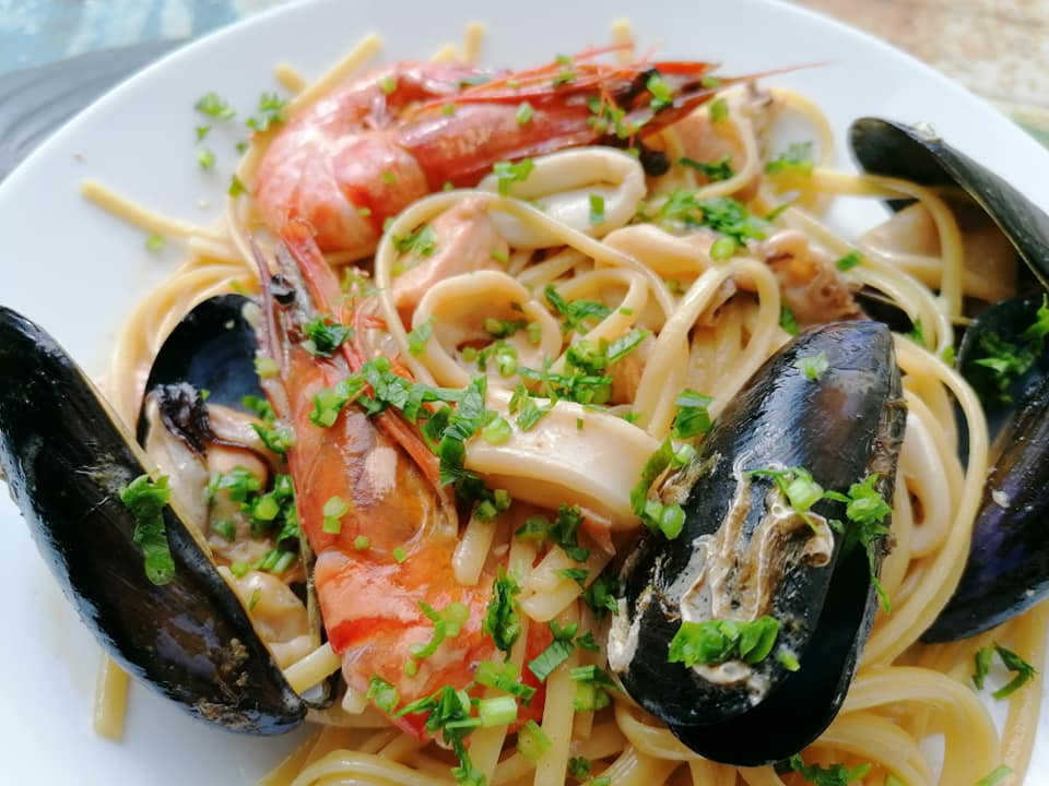 Easy seafood pasta with white wine sauce