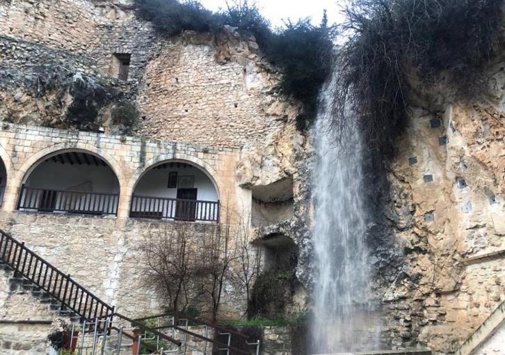 Ayios Neophytos waterfall 'back to life' after Wednesday's rains (video)