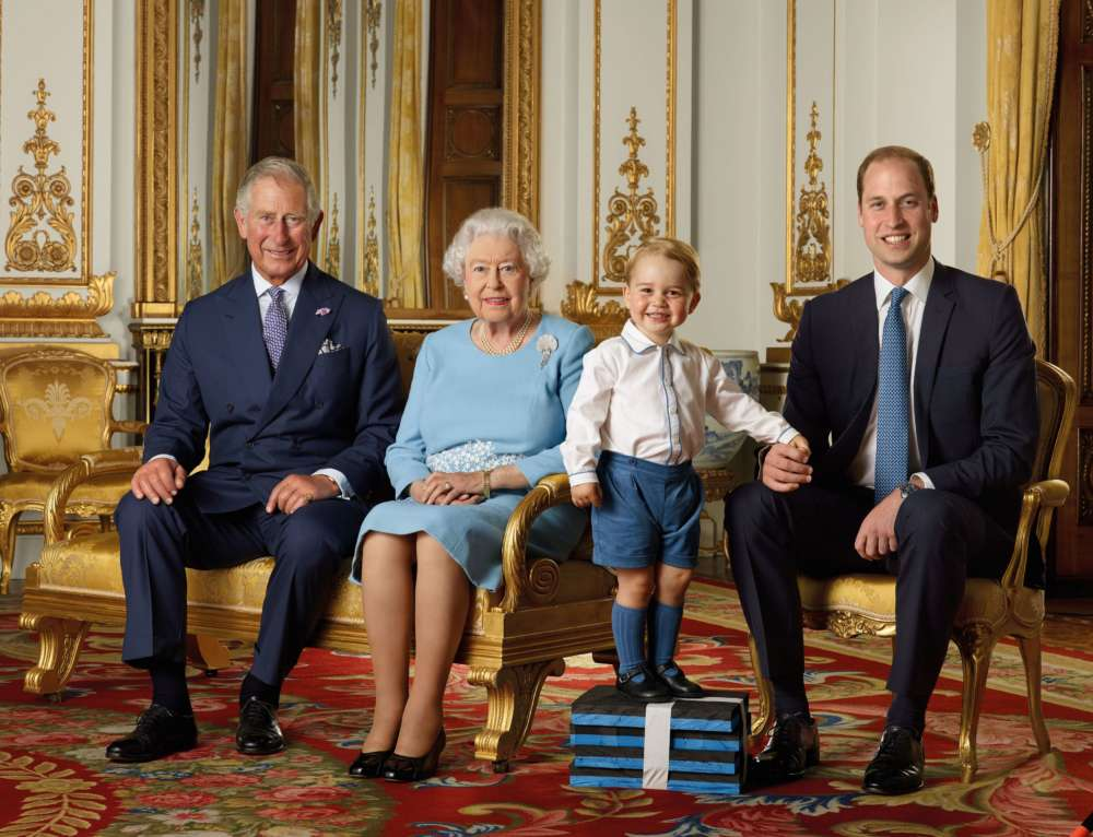 Four generations ofUKroyal family pose for photo to mark new decade