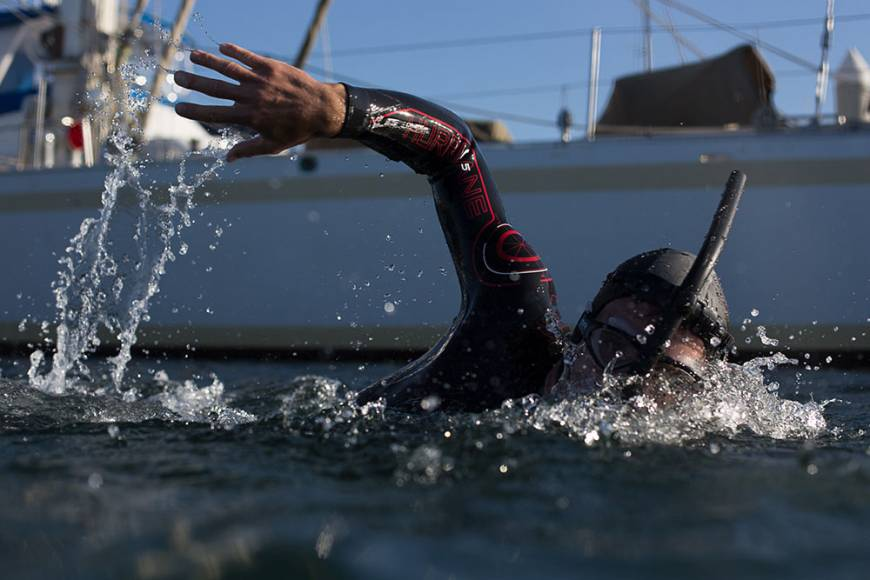 Frenchman begins Pacific Ocean crossing attempt