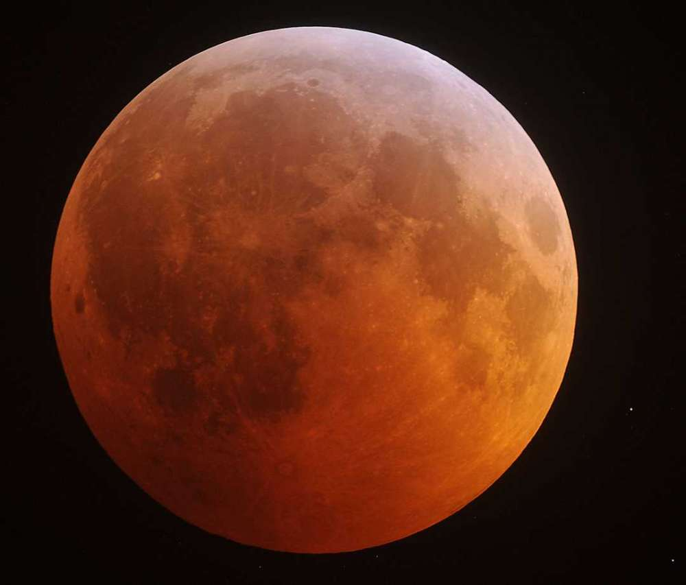 Total lunar eclipse on Monday