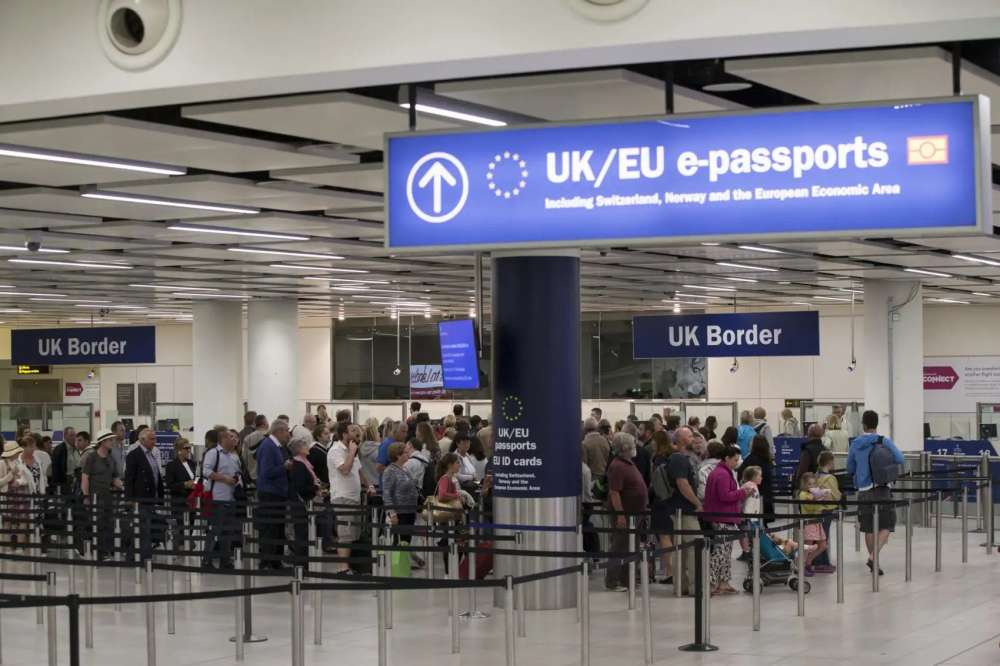 EU parliamentary committee backs visa-free travel for Britons after Brexit