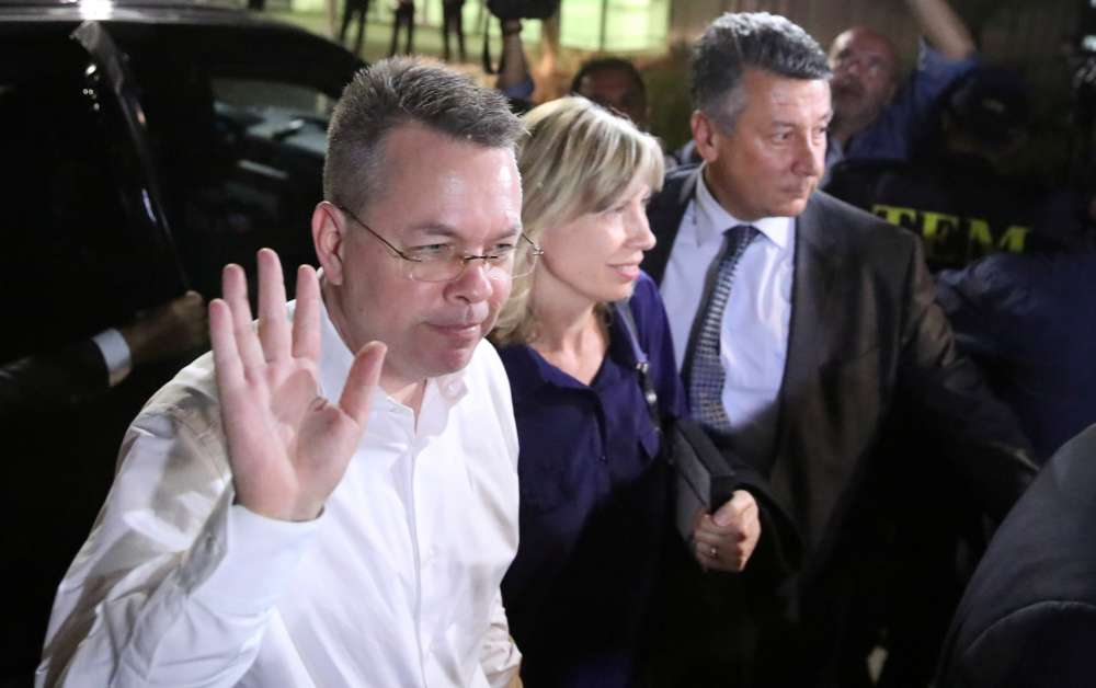 Freed pastor Brunson leaves Turkey