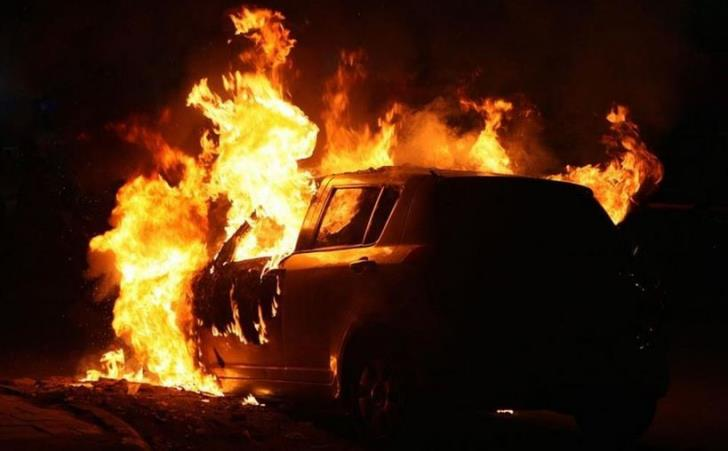 Moving car catches fire on Nicosia-Limassol highway
