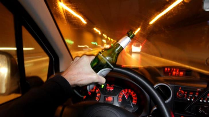 Larnaca drunk driver crashes into utility pole