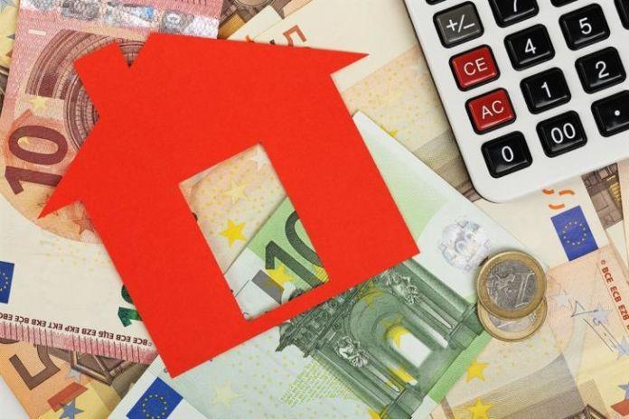 Constant supervision for 'Estia' scheme beneficiaries