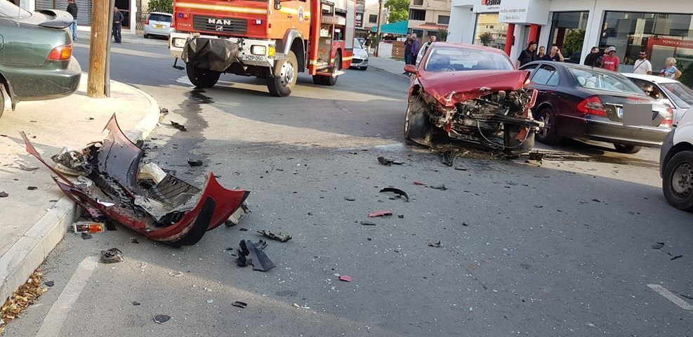 Serious accident in Limassol; pregnant woman hospitalised (pictures)