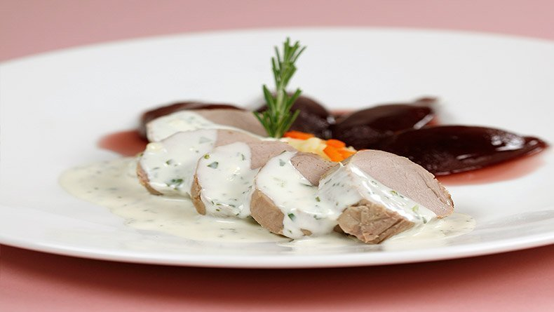 Pork tenderloins with roquefort sauce and pears in wine