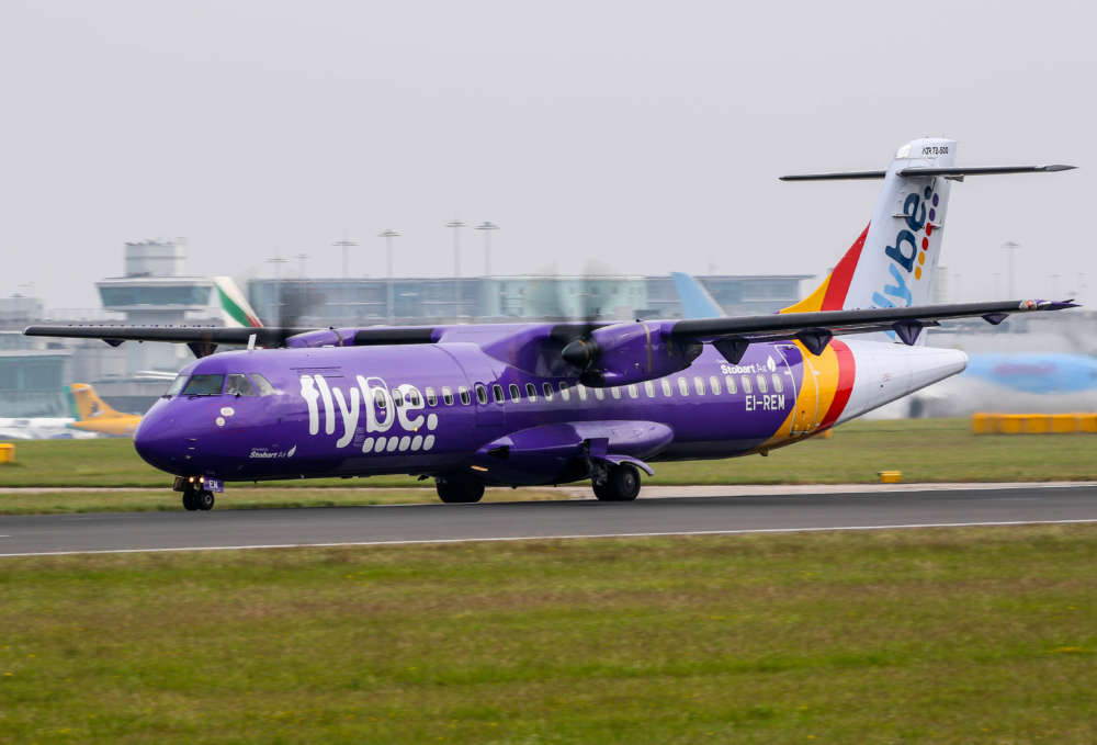 Airlines boss Walsh condemns UK help for Flybe