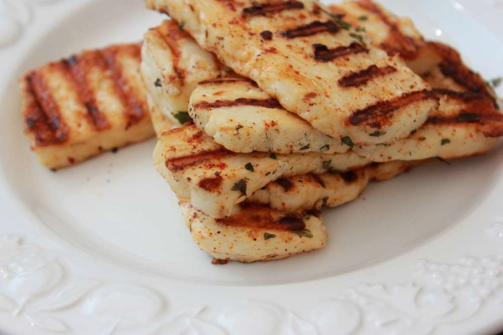 Sale and export of 'fake' halloumi blocked