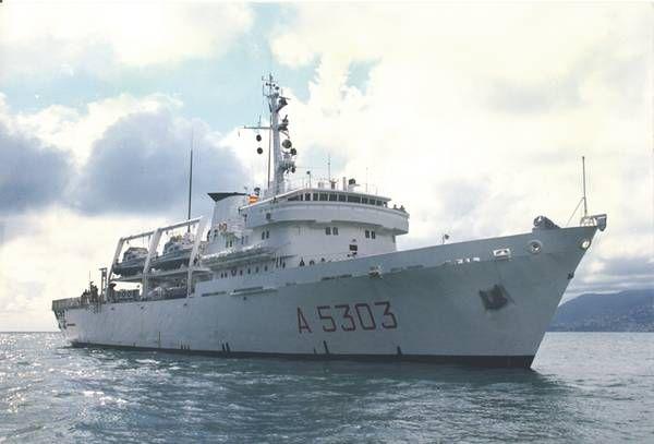 Italian hydro-oceanographic ship stops in Larnaca