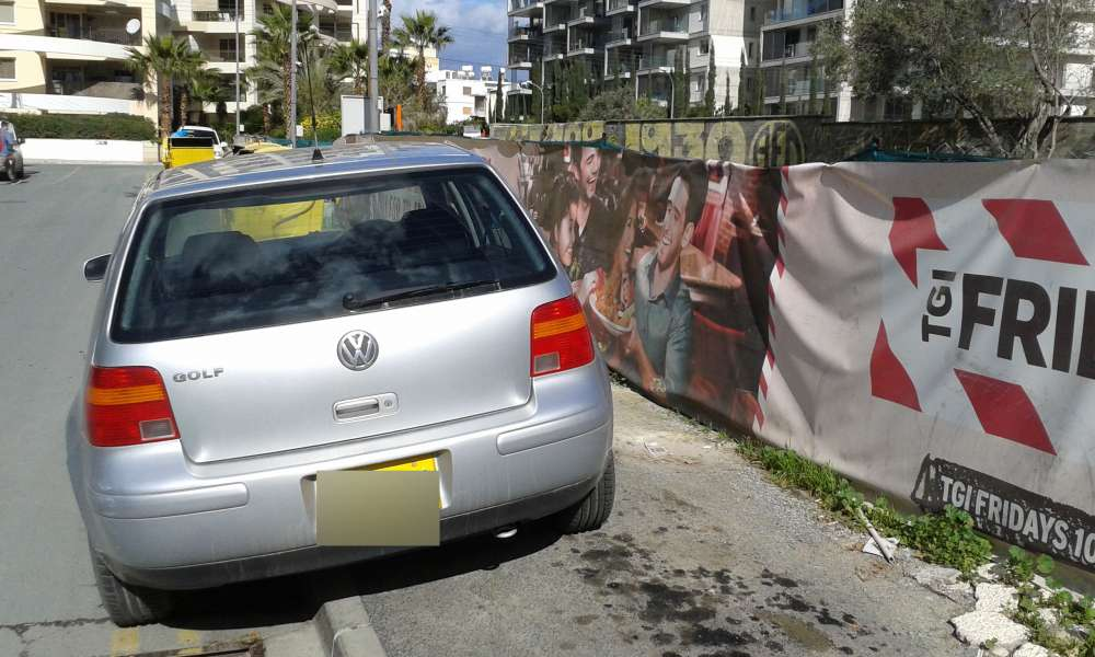 Limassol citizens complain about illegal parking on pavements (pictures)