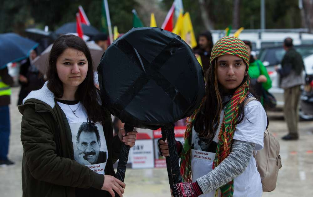 Kurds in Nicosia protest Ocalan's detention (pictures)
