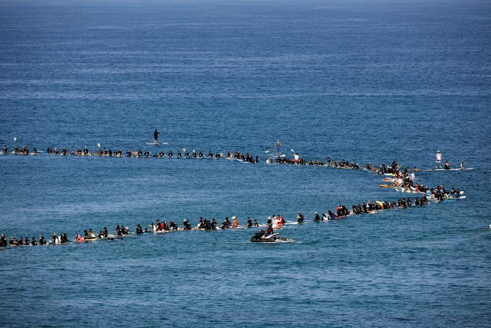 Hundreds of Israelis surf against gas rig in Guinness record bid