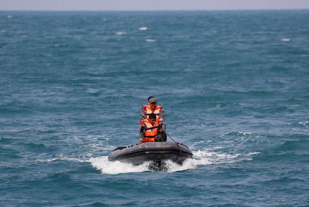Senior Indonesian rescue diver dies in jet crash search