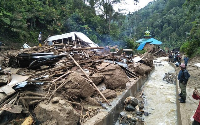 Floods in Indonesia kill 11 children