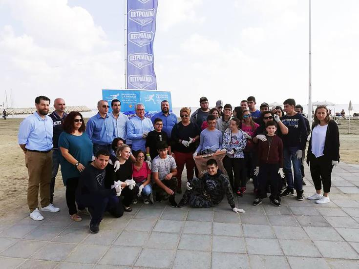 Larnaka beach cleaned in framework of green international marathon