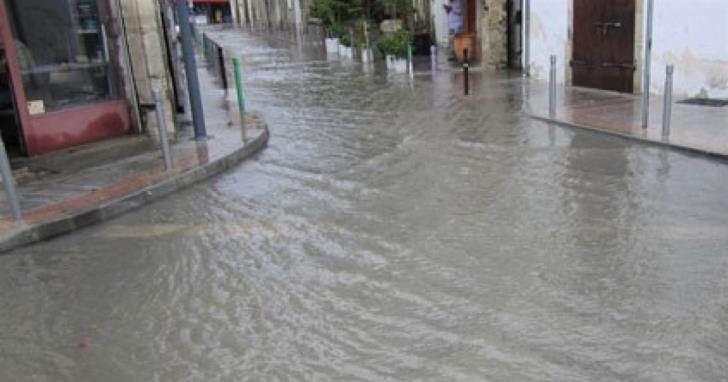 Limassol roads flood after heavy rainfall (videos)