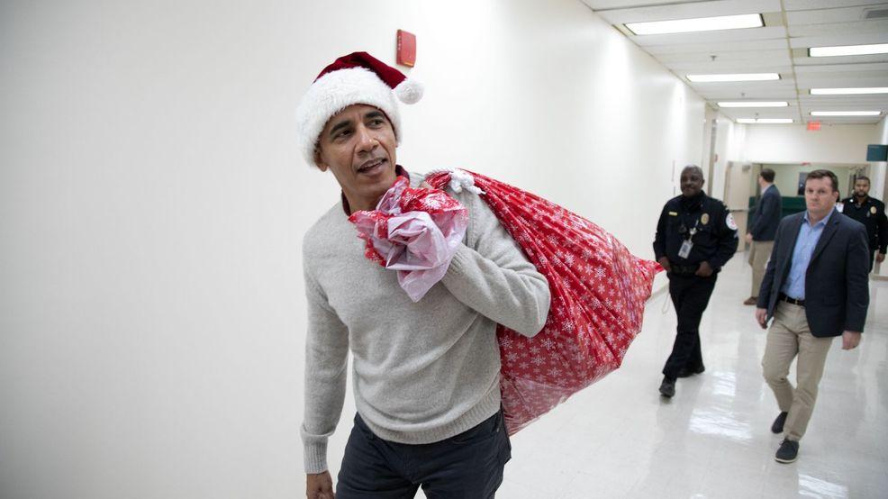 Obama visits Washington children's hospital dressed as Santa (video)