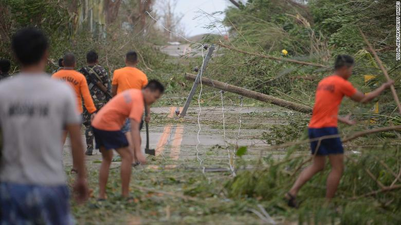 Typhoon Mangkhut slams Philippines: First deaths confirmed