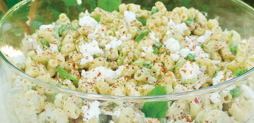 Pasta salad with chicken and yoghurt-feta dressing