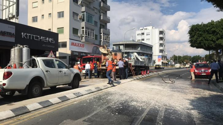 Public Works machine explodes in Limassol; two injured (pictures)