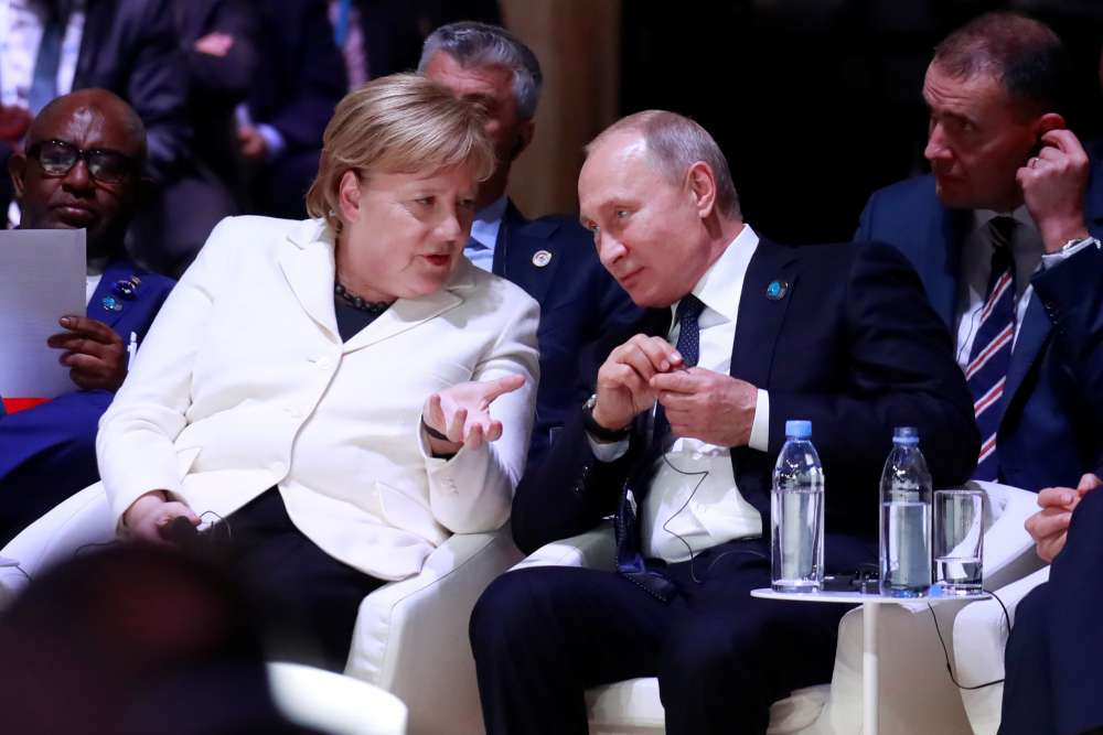 European politicians call for new sanctions on Russia over Ukraine