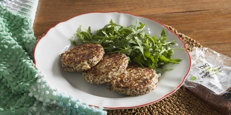 Quinoa burgers with beans and halloumi