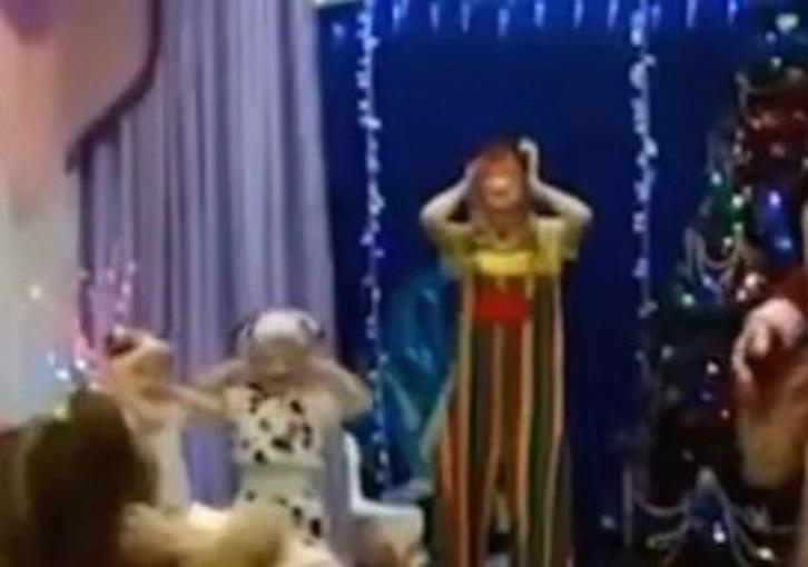 Santa Claus collapses and dies during kindergarten Christmas party (video)