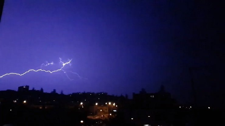 Nicosia lightning that momentarily knocks out street lights caught on tape (video)
