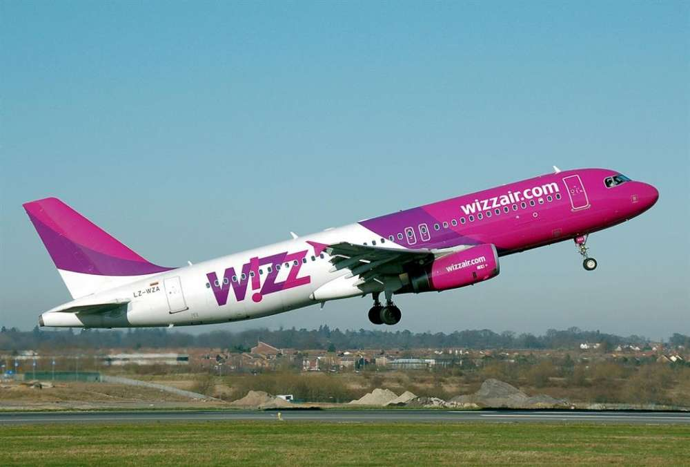 Wizz Air raises profit forecast