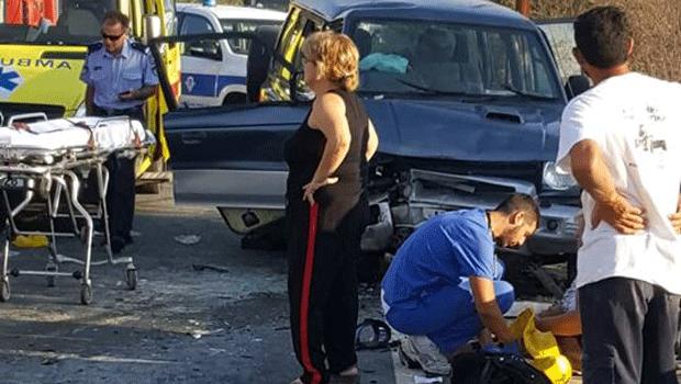 Three injured in head on collision on Droushia-Kathikas road