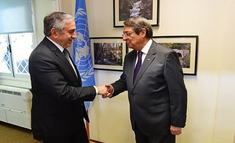 Anastasiades-Akinci make first  mobile phone call across the divide