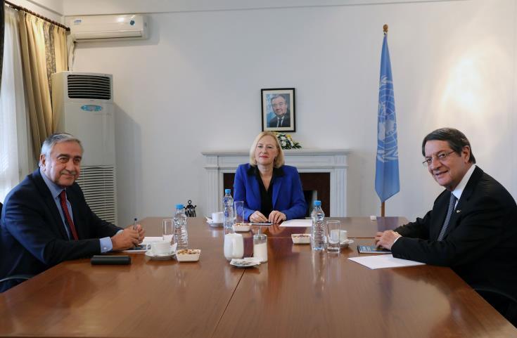 Anastasiades and Akinci hold informal meeting