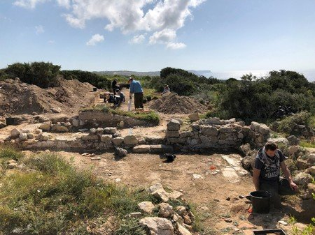 Akrotiri excavations shed light on ancient commercial