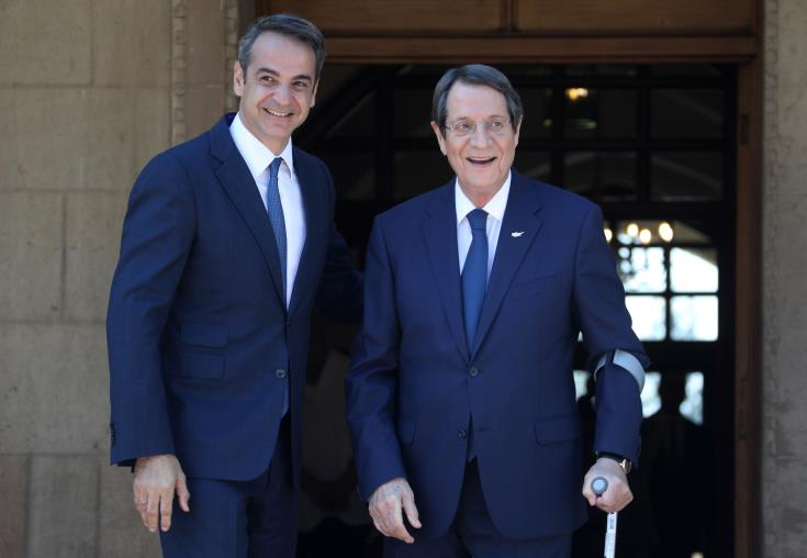 Cyprus President welcomes Greek Prime Minister at Presidential Palace