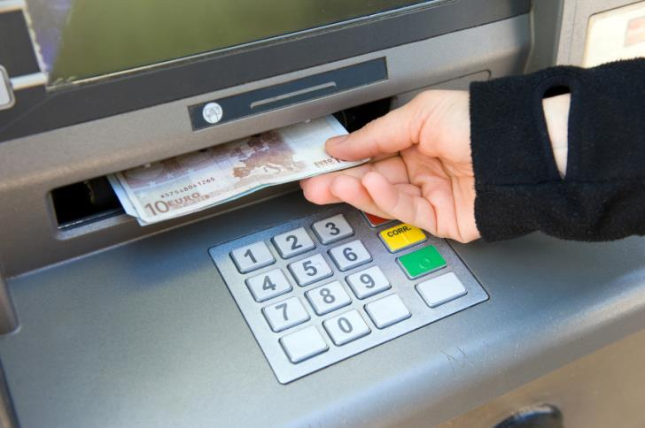 Limassol: ATM spews out €8500
