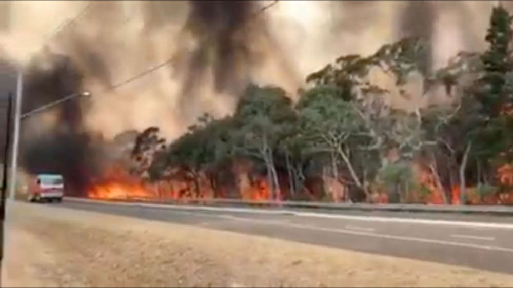 Australia's bushfires circle Sydney as temperatures soar