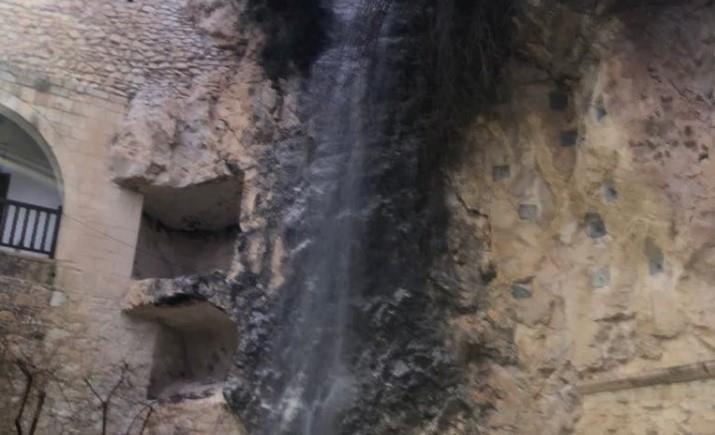 Ayios Neophytos waterfall 'back to life' after rains (video)