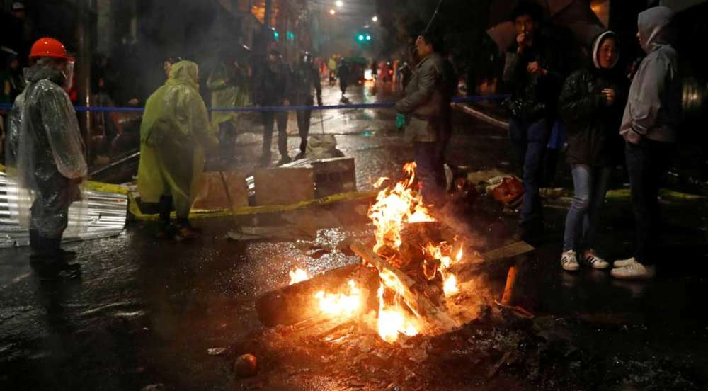 Morales exit in Bolivia sparks night of violence