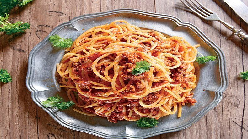 Spaghetti bolognese with carrot