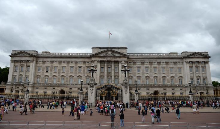 Man held after climbing gates of London's Buckingham Palace