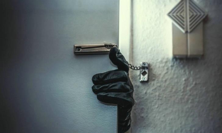 Ha Potami: Burglars empty two safes