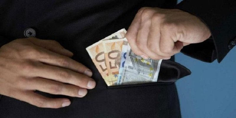 Bank employee arrested on suspicion of embezzling €185