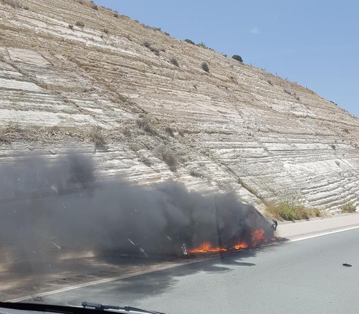 Car catches fire near Petra tou Romiou (photo)