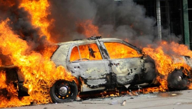 Vehicle destroyed by fire in Xylofagou