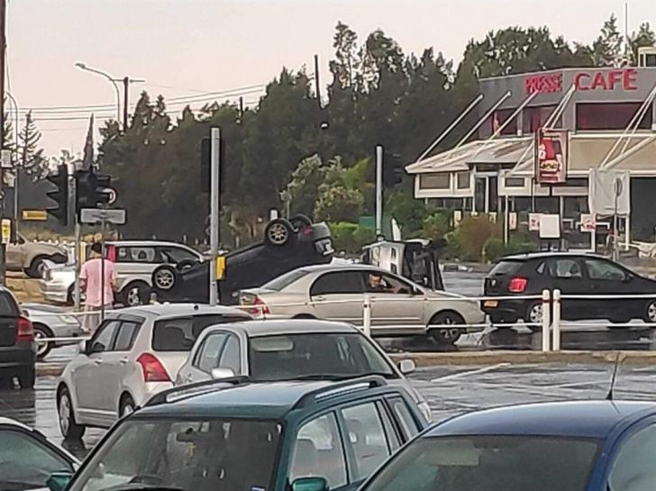 Tornado overturns four cars in Strovolos (photo)